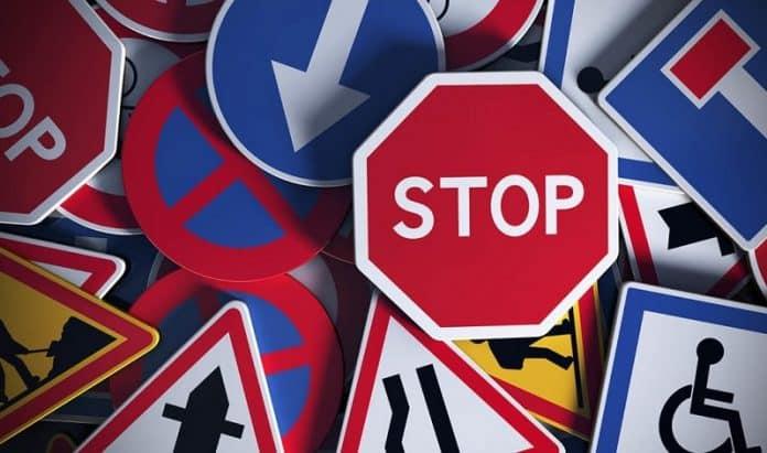 Quelles sont les grandes familles de panneaux de signalisation routière